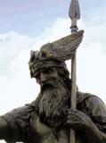 Wotan-Denkmal vor dem Rathaus in Thale
